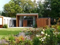 Gasten Hospice Zwolle genieten van de tuin