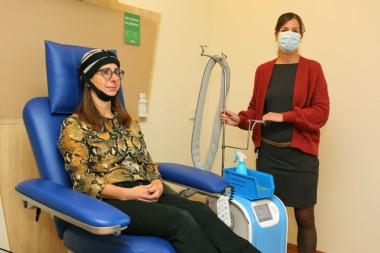 Hoofdhuidkoeling in Isala kan haaruitval bij chemo verminderen